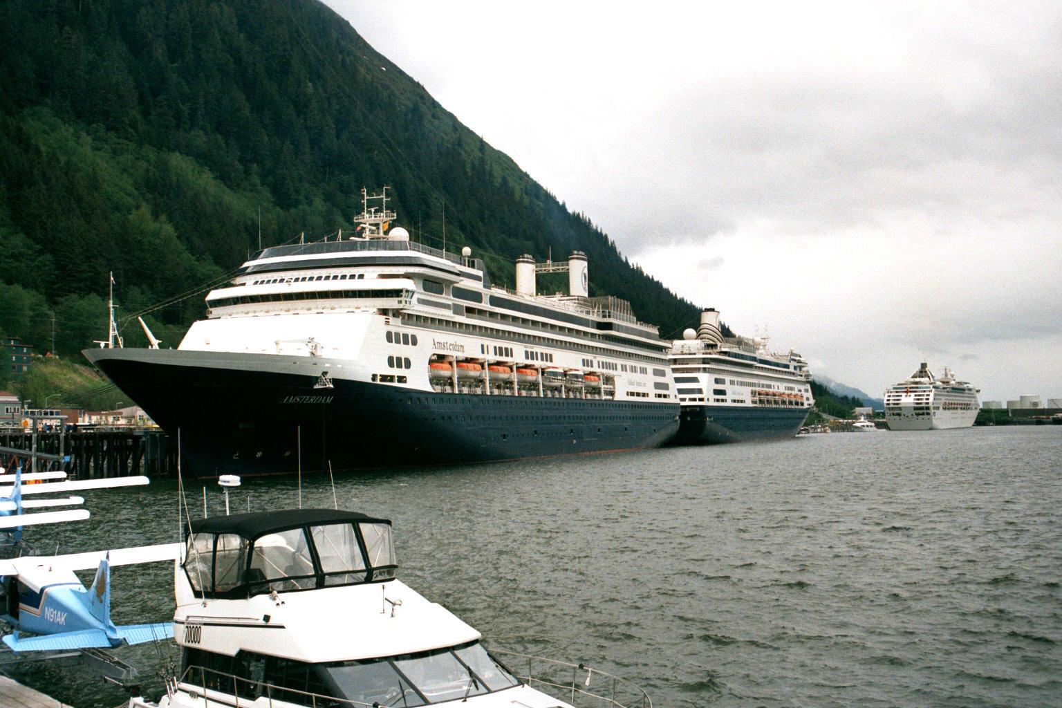 Cruise_Ships_in_Juneau_Alaska